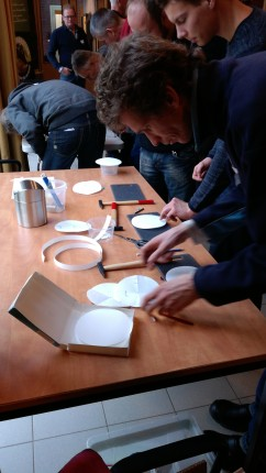 preparing filter paper whatman Theory chroma course Zundert. Chroma Circular filter paper. Pfeiffer chromatography. December 2017 The Netherlands.